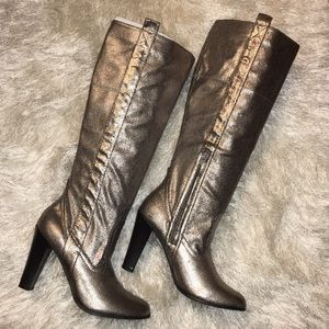 NIB Crackled Silver Round Toe Knee High Boots 7.5